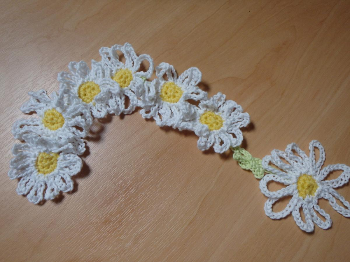 Crotched daisy chain